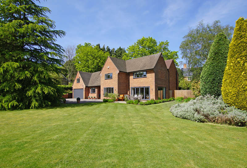 5 Bedrooms Detached House for sale in Fiery Hill Road, Barnt Green, B45 8JX