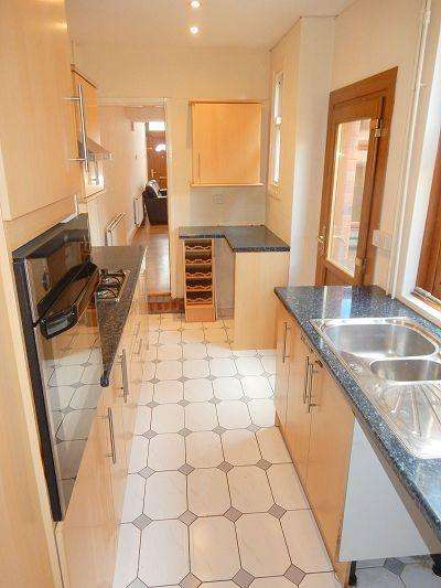 3 Bedrooms Terraced House for sale in Knighton Church Road, Leicester, LE2 3JP