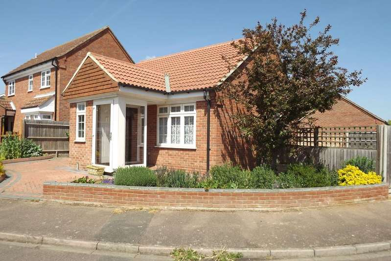 2 Bedrooms Detached Bungalow for sale in The Paddocks, Potton SG19
