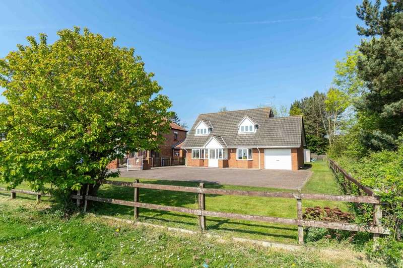 3 Bedrooms Detached House for sale in Ryedale Stockton Road, Seaham, SR7