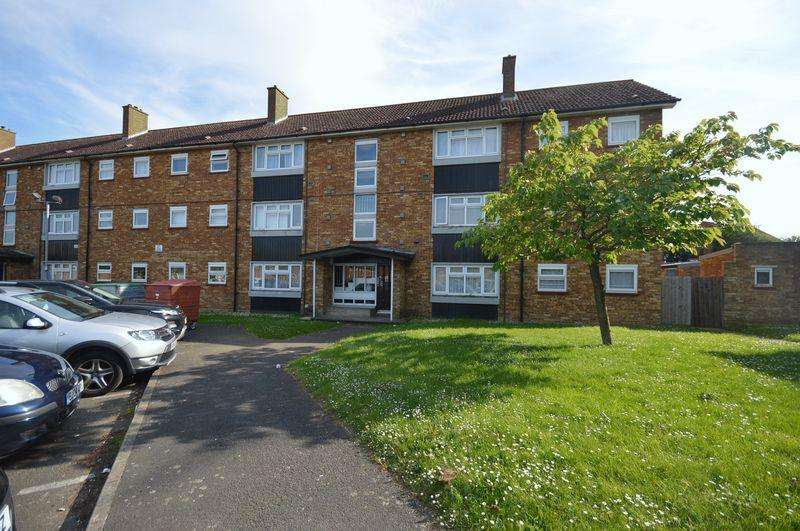 2 Bedrooms Apartment Flat for sale in Duncombe Close, Luton