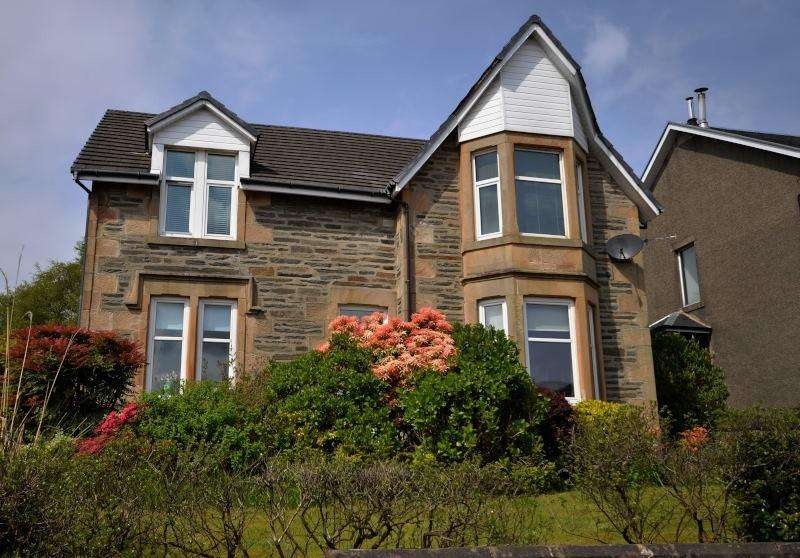 2 Bedrooms Flat for sale in Victoria Road, Dunoon, PA23