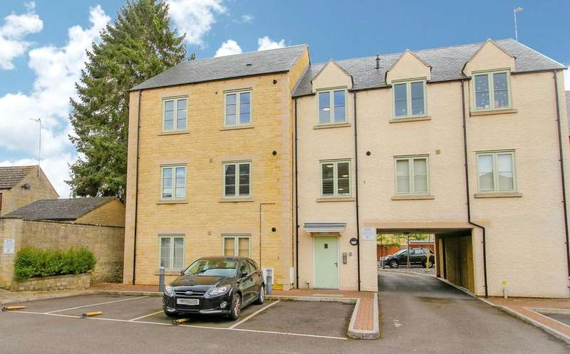2 Bedrooms Penthouse Flat for sale in New Akeman Court, West Way, Cirencester, GL7