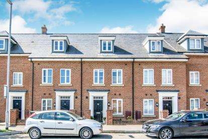 4 Bedrooms Terraced House for sale in Gold Furlong, Marston Moretaine, Bedford, Bedfordshire
