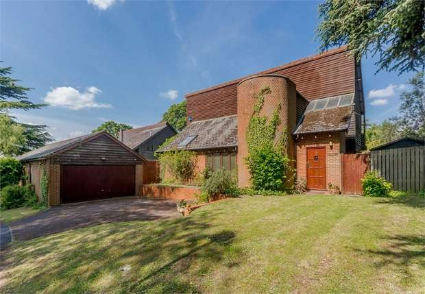 4 Bedrooms Detached House for sale in Wychcotes, Caversham, Reading, Berkshire