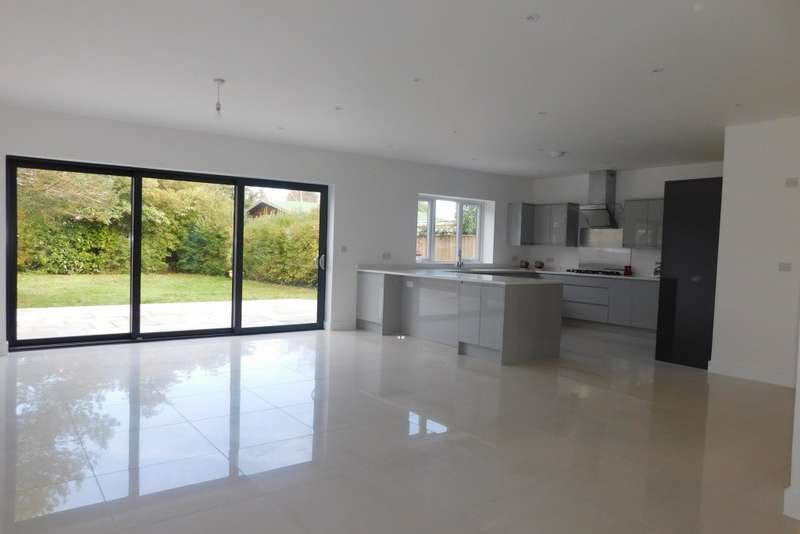 4 Bedrooms Detached House for sale in Lulworth Avenue, Hamworthy, Poole, BH15