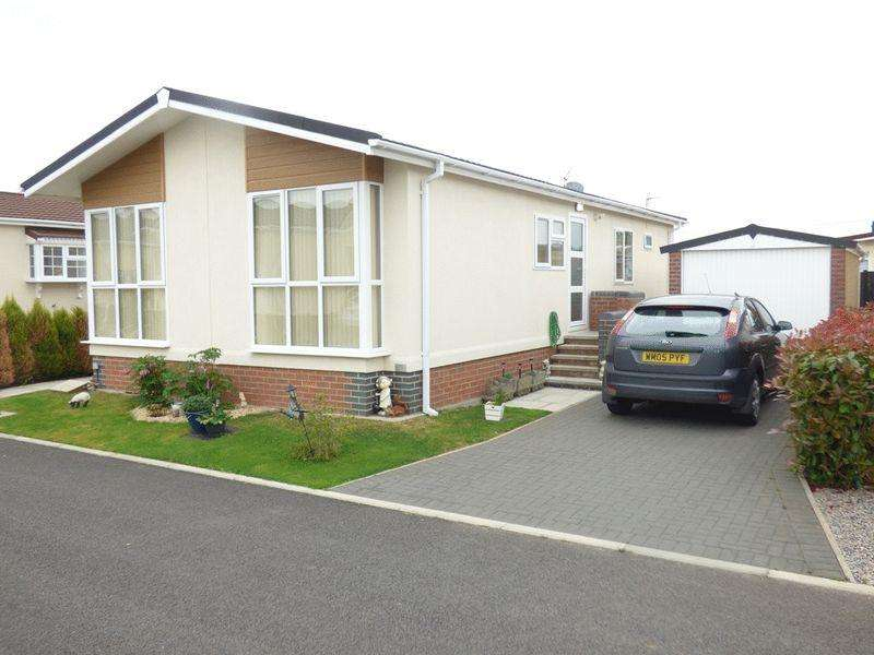 2 Bedrooms Park Home Mobile Home for sale in Orchard Park, Gloucester