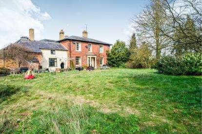 5 Bedrooms Detached House for sale in Watling Street, Hockliffe, Leighton Buzzard, Bedfordshire