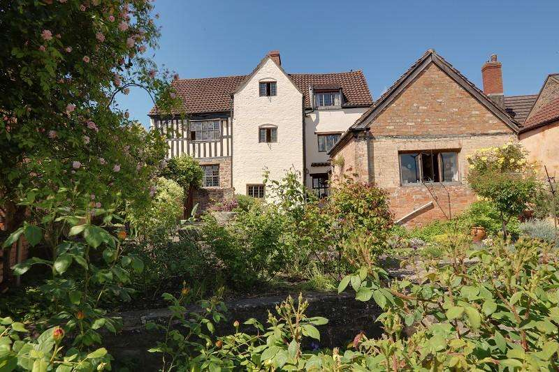 4 Bedrooms Semi Detached House for sale in High Street, Newnham, Gloucestershire, GL14