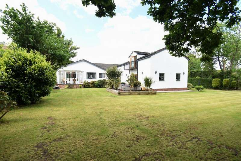 5 Bedrooms Detached House for sale in The Green, Cheadle Hulme,