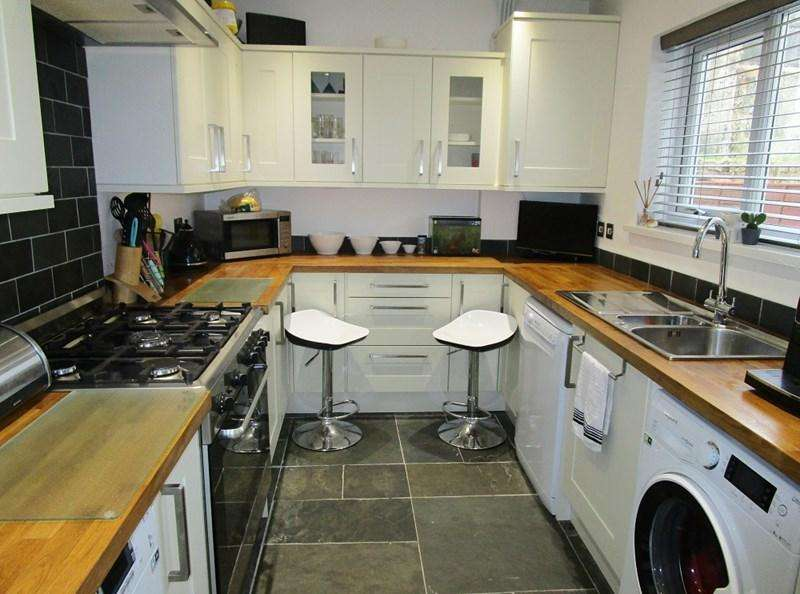 3 Bedrooms Terraced House for sale in Parkville, Tredegar
