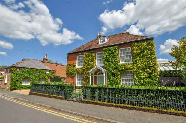 5 Bedrooms Detached House for sale in 17 Poole Road, WIMBORNE, Dorset