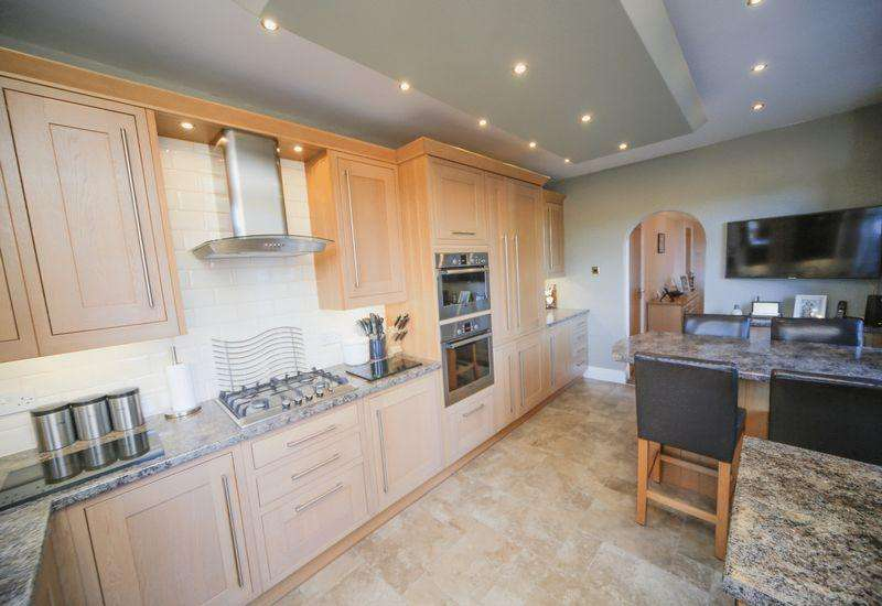3 Bedrooms Terraced House for sale in New Lane, Oswaldtwistle