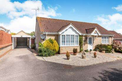 2 Bedrooms Bungalow for sale in Beccles, Suffolk