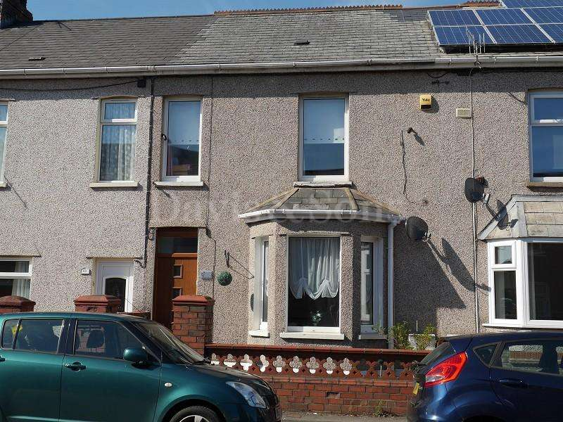 3 Bedrooms Terraced House for sale in Cromwell Road, Risca, Newport. NP11