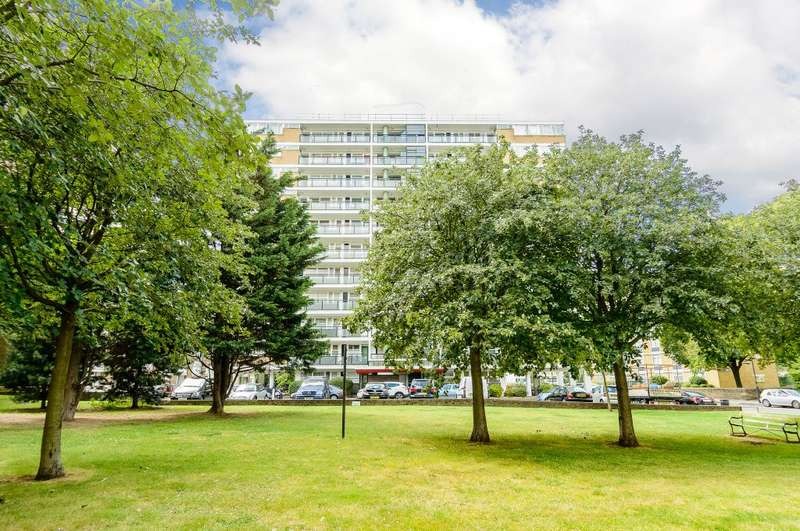 2 Bedrooms Flat for sale in Churchill Gardens, London, SW1V 3BZ