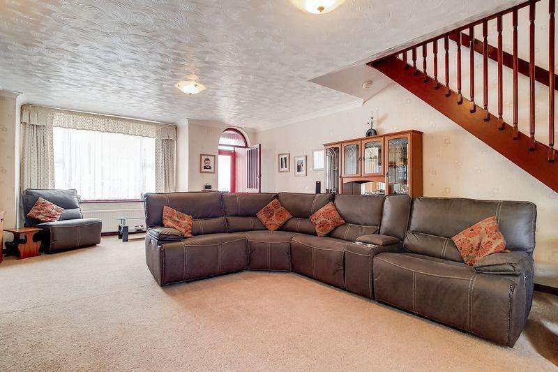 5 Bedrooms Detached House for sale in Click our virtual tour. Detached with Garage, Colliers Wood