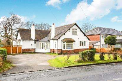 3 Bedrooms Bungalow for sale in Styal Road, Gatley, Cheadle, Greater Manchester
