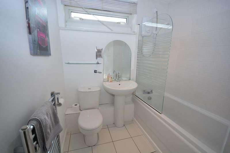 2 Bedrooms Flat for sale in Bellsland Place, Kilmarnock, KA1