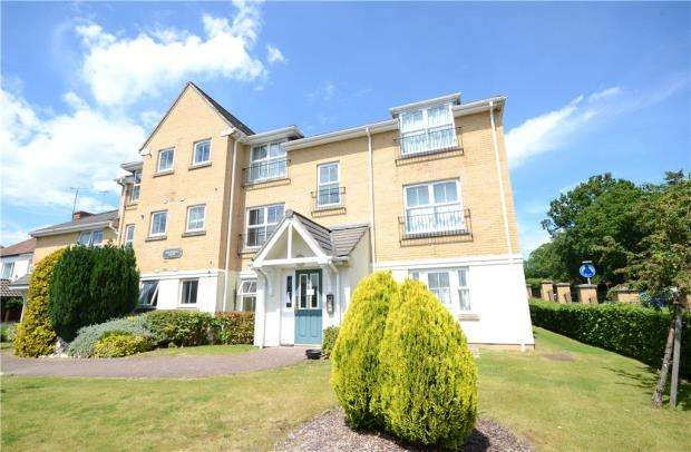 2 Bedrooms Apartment Flat for sale in Balmoral Court, Windsor Close, Farnborough