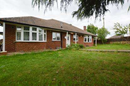 4 Bedrooms Bungalow for sale in Beech Grove, Boothville, Northampton