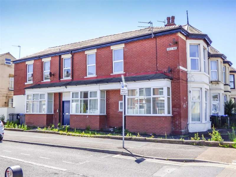 5 Bedrooms End Of Terrace House for sale in Saville Road, Blackpool, Lancashire