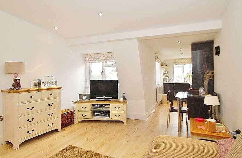 1 Bedroom Flat for sale in Hill Avenue, Amersham, HP6