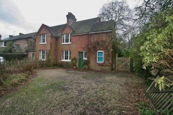 4 Bedrooms Semi Detached House for rent in Woodside, Soke Road, Silchester, Hampshire, Reading
