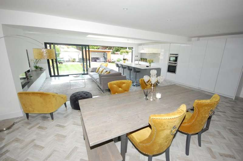 4 Bedrooms Detached House for sale in Gainsborough Road, Bournemouth BH7