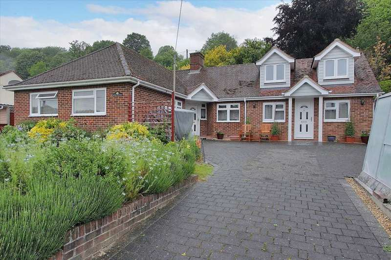 4 Bedrooms Bungalow for sale in Sunnyhaven, The Green, Whitchurch