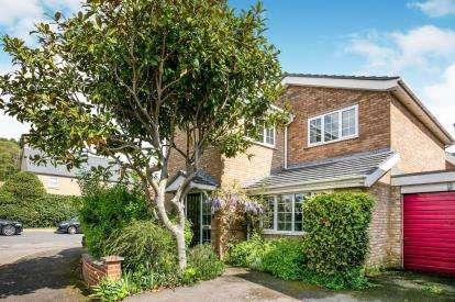 4 Bedrooms Detached House for sale in Hall End Close, Maulden, Beds, Bedfordshire