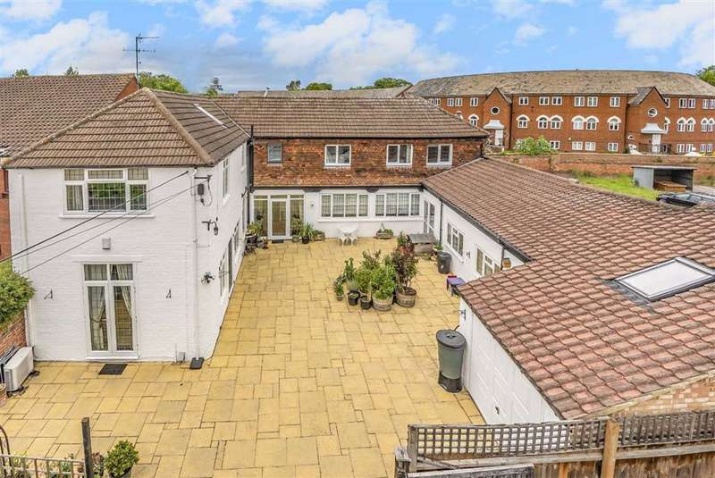 5 Bedrooms Detached House for sale in Cardington Road, Bedford