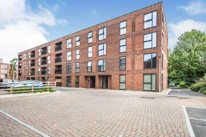 1 Bedroom Flat for sale in Kiln Close, Gloucester, Gloucestershire, Gloucs