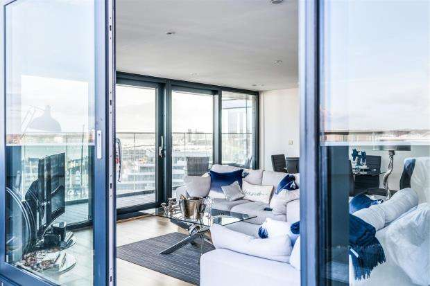 3 Bedrooms Apartment Flat for sale in The Hawkins Tower, Ocean Way, Southampton