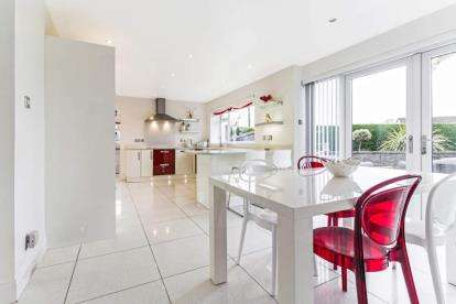 4 Bedrooms Detached House for sale in Glasgow Road, Stirling