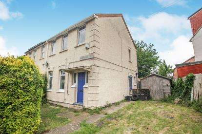 3 Bedrooms End Of Terrace House for sale in Whitecroft Road, Luton, Bedfordshire, .