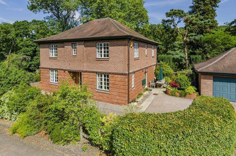4 Bedrooms Detached House for sale in Upper Hall Estate, Ledbury