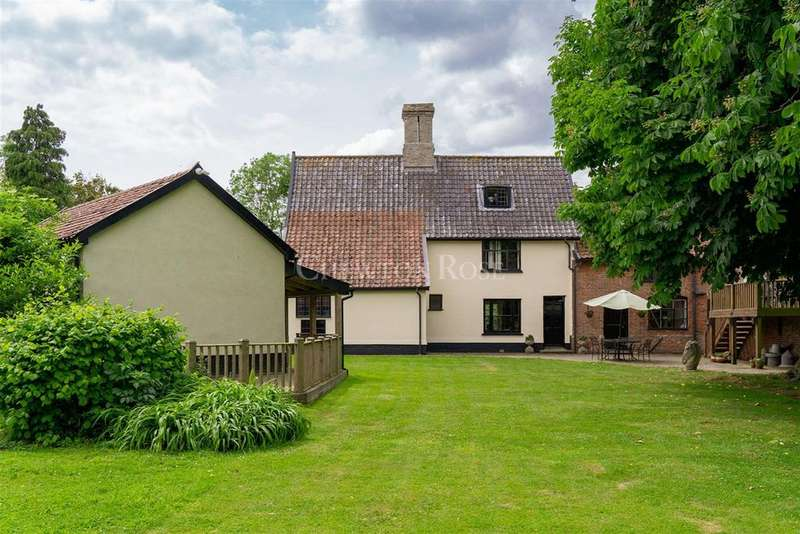 6 Bedrooms Farm House Character Property for sale in South Norfolk Village
