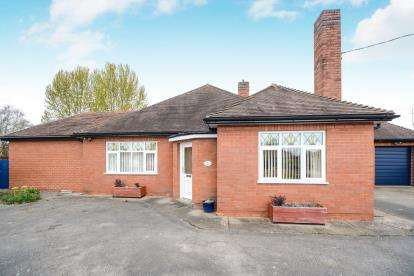 3 Bedrooms Bungalow for sale in Fen Road, Timberland, Lincoln, Lincolnshire