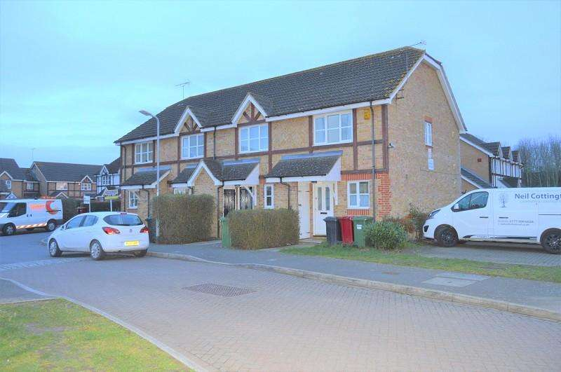 2 Bedrooms Semi Detached House for rent in Two Mile Drive, Slough, Berkshire. SL1 5UH
