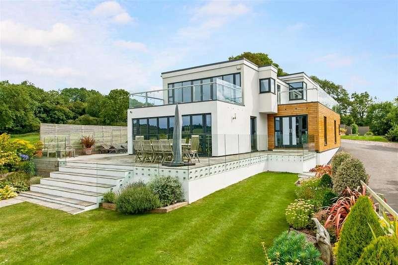 4 Bedrooms Detached House for sale in Tickenham Hill, Tickenham