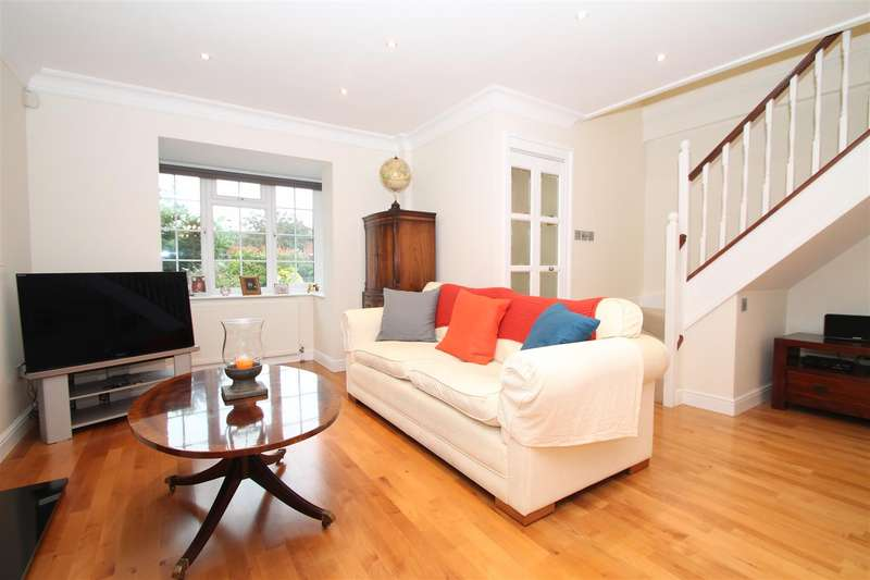 4 Bedrooms Detached House for sale in Crothall Close, Palmers Green, London N13