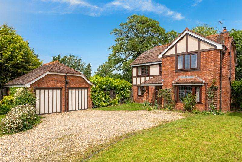 4 Bedrooms Detached House for sale in 4 Eleanor Close, Lincoln. LN5 8PG