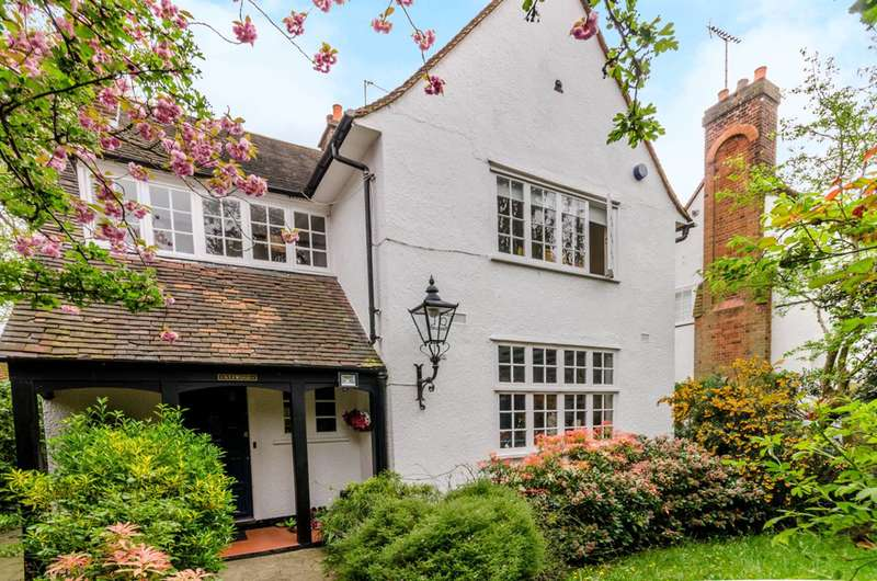 4 Bedrooms House for sale in Bigwood Road, Hampstead Garden Suburb, NW11