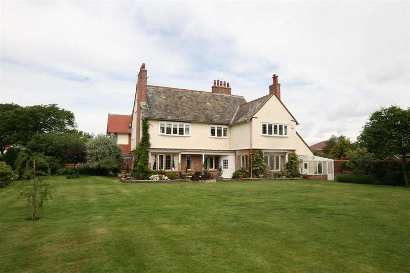 6 Bedrooms Detached House for sale in St. Patricks Road South, Lytham St Annes