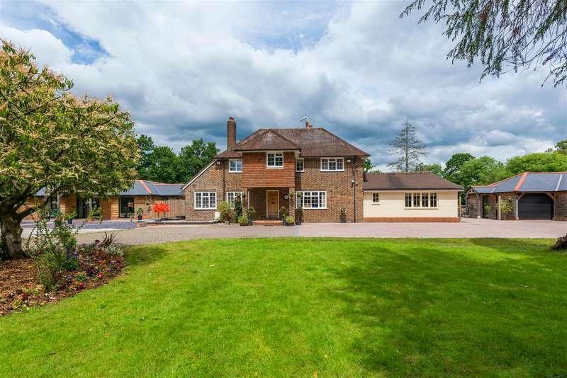 4 Bedrooms Detached House for sale in Haroldslea Drive, Horley