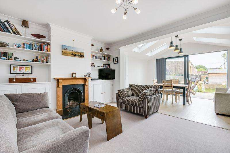 3 Bedrooms Terraced House for sale in Lydden Grove, London