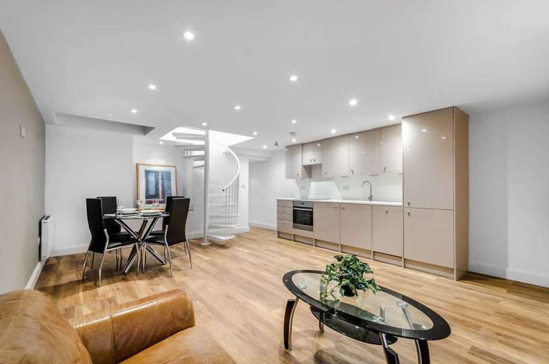 1 Bedroom Flat for sale in Hadyn Park Road, Shepherds Bush, London W12 9AG
