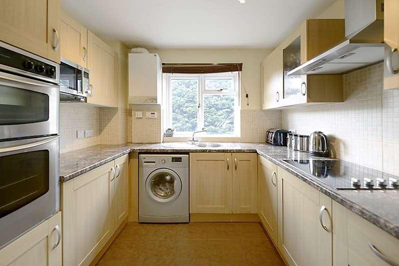 2 Bedrooms Flat for sale in Stroud Green, Newbury, Berkshire, RG14