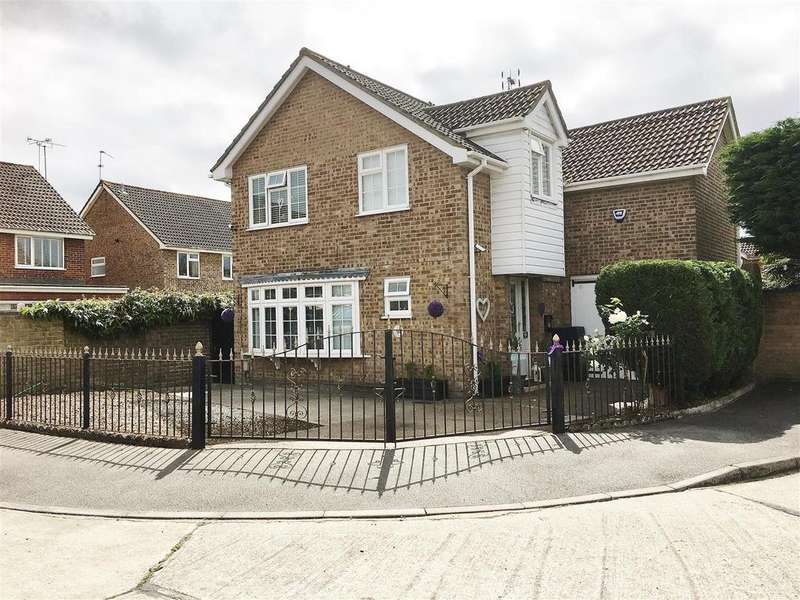 4 Bedrooms Detached House for sale in Hornbeams, Benfleet
